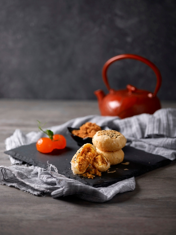 Crystal Jade La Mian Xiao Long Bao - Salted Egg Yolk Pork Floss Pastry