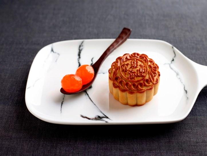 White Lotus Paste with Double Egg Yolks 双黄白莲蓉