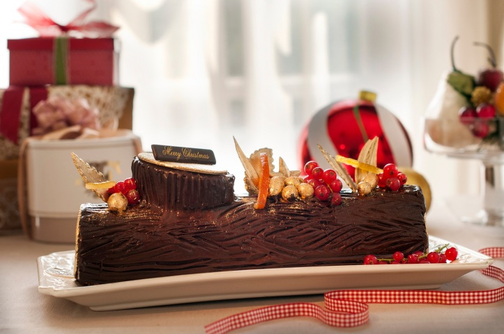 Traditional Christmas Chocolate Log Cake