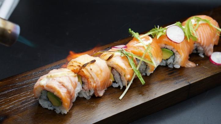 TEN Sushi -Salmon and Avocado Roll