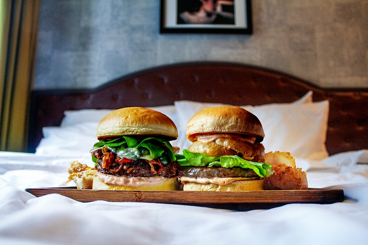 Hotel G Burgers in Bed